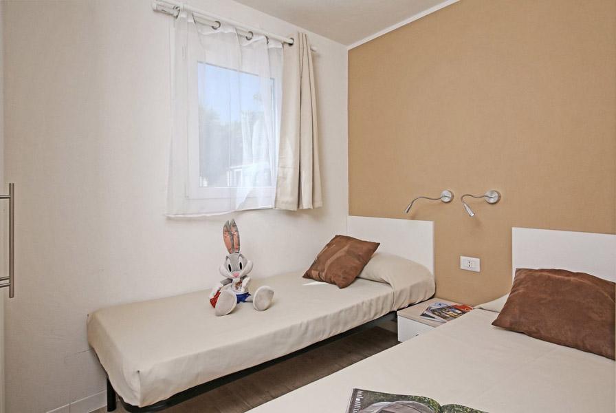 Chalet 5 posti letto camping panorama pesaro for 5 case kit da letto