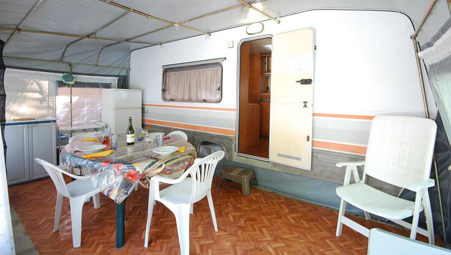 wohnwagen f r 2 bis 4 personen camping panorama pesaro. Black Bedroom Furniture Sets. Home Design Ideas